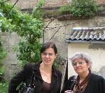 Laura Poantă şi Irina Petraş _ http://www.laurapoanta.ro/Poze/carti/cu_laura_la_un_vernisaj.jpg